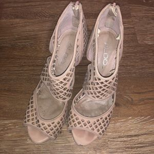 Also sz 37 blush Cut Out design peep toe heels